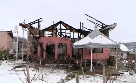 Familie din Iași la un pas de o tragedie. Vecinii i-au scos pe oameni din casa în flăcări