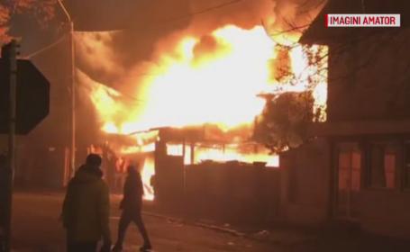 Două mașini au ars în urma unui incendiu violent. Primele ipoteze