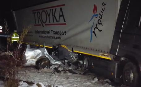 Cinci tineri au murit în Suceava după ce au intrat cu mașina sub un TIR