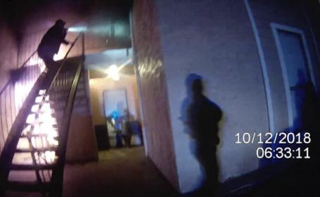 Salvare dramatică din flăcări, filmată de camera unui polițist