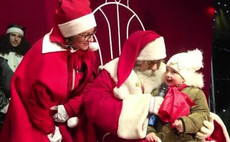 Moş Crăciun a venit cu 10 zile mai devreme în Târgovişte. Reacţia copiilor
