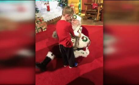 Reacţia unui copil orb cu autism când îl întâlneşte pe Moş Crăciun. Ce a vrut să simtă