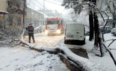 """Localități fără curent, apă și căldură: """"Am băgat zăpadă în oală şi am pus pe aragaz"""""""