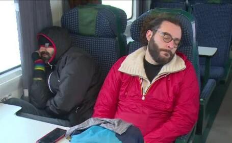 Sute de călători au răbdat de frig și foame în trenuri. O cursă a avut întârziere de 21 ore