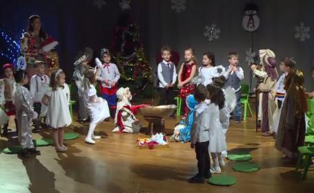 De ce NU trebuie puşi copii să spună poezii de Crăciun. Avertismentul specialiştilor
