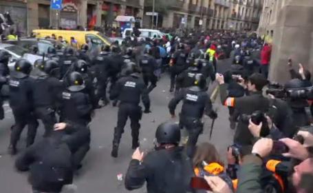 Proteste violente pe străzile din Barcelona după ședința comună de Guvern