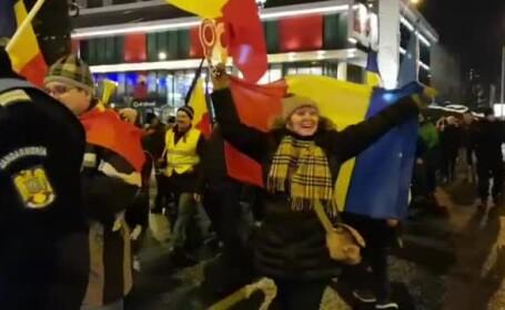 """La Sibiu și Cluj-Napoca, oamenii nemulțumiți au mărșăluit pe străzi: """"Ne-am săturat!"""""""