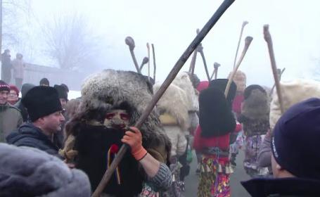 Bătaia tradițională de la Ruginoasa, oprită de jandarmi: \