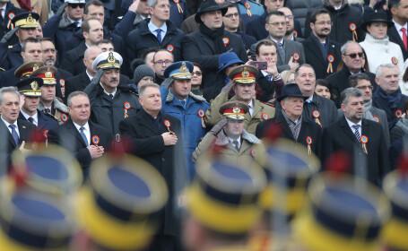 VIDEO Parada de 1 Decembrie. Klaus Iohannis a dat mâna cu mai mulți spectatori