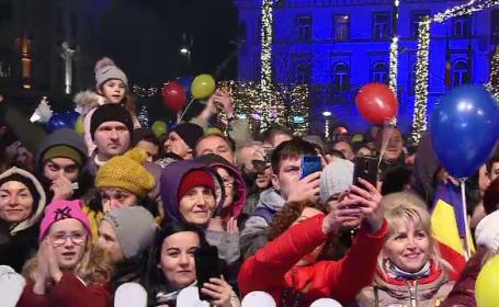 Luminițele de Crăciun s-au aprins sub privirile a zeci de mii de oameni la Timişoara, Braşov, Târgul Jiu şi Cluj
