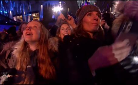 Au început sărbătorile de Crăciun la New York. S-au aprins luminițele în bradul din Rockefeller Center