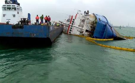 """Ce se va întâmpla cu nava răsturnată cu 14.000 de oi: """"Nu este o operațiune ușoară"""""""