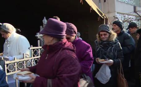 Brăilenii au stat la coadă pentru a se închina la moaștele Sf. Nicolae și pentru sarmale