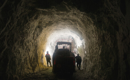 Tragedie uriaşă într-o mină de aur. Minerii au fost zdrobiţi de o stâncă