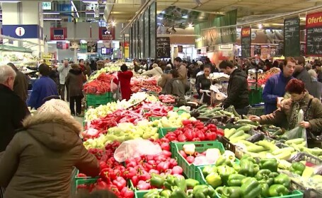 De la investiții la consum bazat pe credite și de la alimentară și aprozar la hipermarketuri. România, în trei decenii