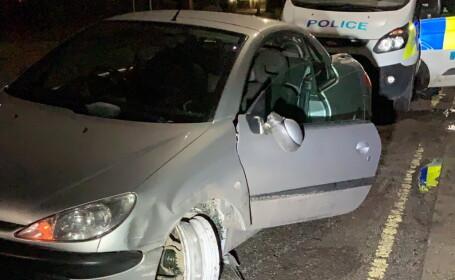 Un șofer s-a urcat la volan atât de beat încât nu a realizat că îi lipsește un cauciuc