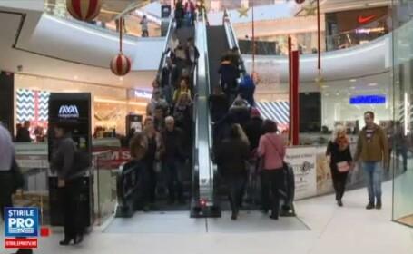"""Mulți români au stat la coadă, de Crăciun, să se deschidă mall-urile. """"Am decis să facem o schimbare"""""""