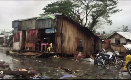 Un taifun violent a stricat Crăciunul a mii de filipinezi. Bilanțul pagubelor este uriaș