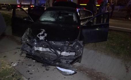 Grav accident de circulație în Argeș. Două mașini s-au izbit, iar una dintre ele a ieșit de pe șosea