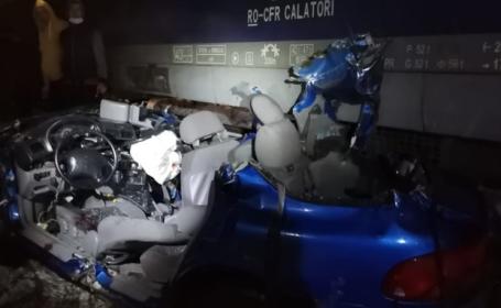 O maşină a fost lovită de tren în judeţul Suceava. O persoană a murit şi trei au fost rănite