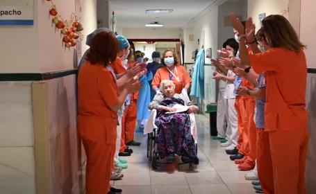 O pacientă spaniolă de 104 ani a ieșit în aplauze din spital, după ce a învins Covid-19