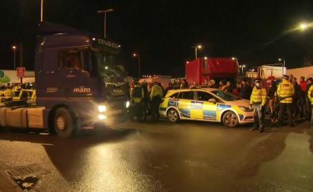 În ajunul Crăciunului, o parte dintre șoferii blocați de patru zile în Dover au început să plece spre case