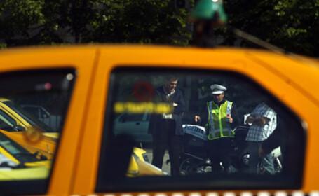 Razie prin taxiurile din Bucuresti. Soferi fara permis, arme albe, amenzi