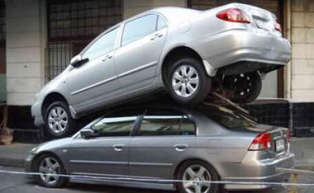 Alpinism auto. Un sofer s-a \