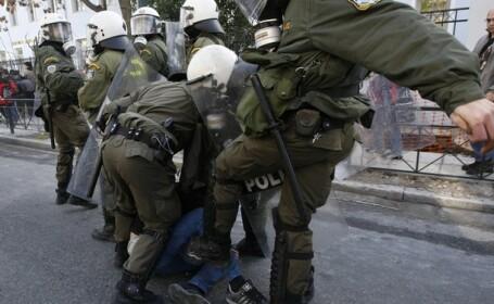 Un politist a impuscat un agent de paza in Atena