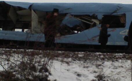 Basculanta spulberata de un tren accelerat! Soferul a murit pe loc!