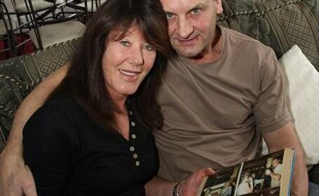 Facebook in rol de Cupidon: un cuplu din Anglia, reunit dupa 27 de ani!