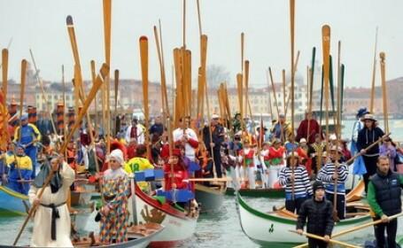 Carnavalul de la Venetia: Parada barcilor traditionale. VIDEO