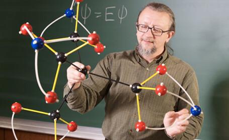 O fetita de 10 ani a inventat o noua molecula exploziva