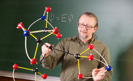 O eleva de clasa a V-a schimba istoria chimiei. A inventat molecula care ar putea decide destine