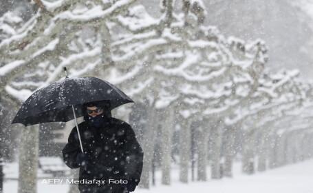 Iarna necrutatoare in Europa. O mama care a nascut acasa isi va boteza fetita \