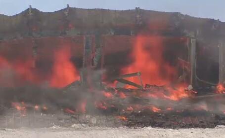 Un hotel de lux, care ar fi trebui sa fie redeschis de Dragobete, distrus intr-un incendiu