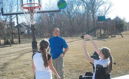 fata joaca baschet in carucior, Maggie Meyer