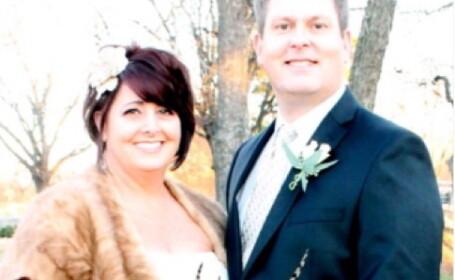 Ce au descoperit cand s-au uitat cu atentie la fotografiile de nunta. \