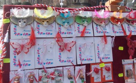 Gama variata de martisoare in Piata Victoriei. Sute de tarabe impanzesc centrul orasului. FOTO