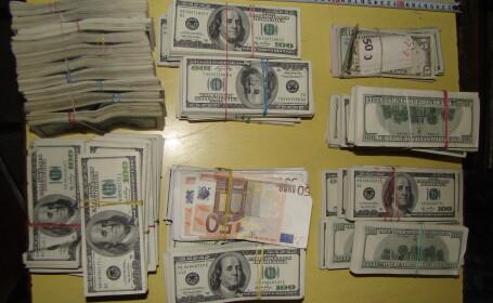 dolari in geamantan