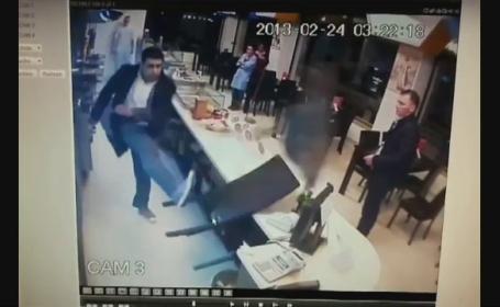 Teroare intr-un fast-food din Constanta. Un angajat a fost batut, o femeie a lesinat de frica
