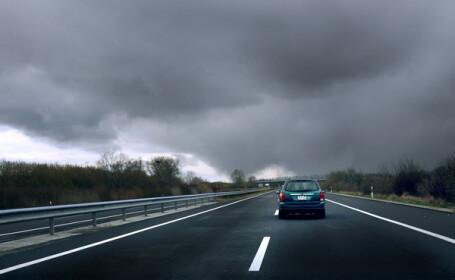 Este oficial: vom plati taxa de autostrada. Cine va construi drumuri in Romania