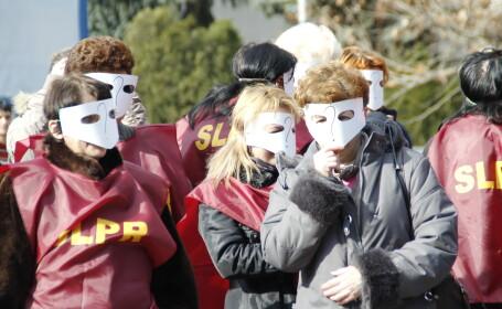 protest cu masti,hunedoara