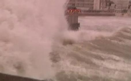 Inundatii severe si vant puternic in Anglia. Premierul Cameron a cerut reuniune de urgenta