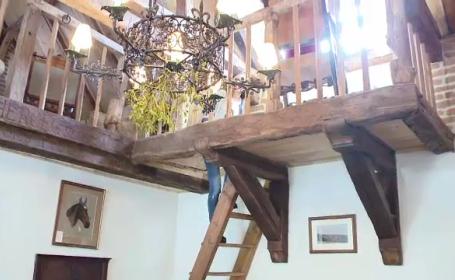 Printul Charles isi deschide casele din Transilvania pentru turisti. Cat costa sa petreci o zi in conacul din Valea Zalanului