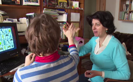 Caz revoltator la Oradea. Autoritatile au trimis la spitalul de boli mintale o tanara care sufera de un handicap sever
