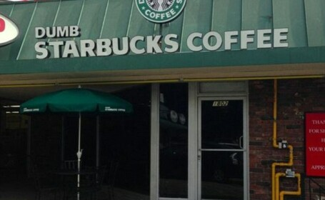 Cafeneaua care parodiaza Starbucks. S-a deschis in Los Angeles si are un succes imens
