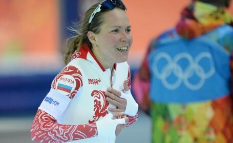 Gestul facut de o rusoaica la Jocurile de la Soci. De bucurie ca a castigat o medalie a uitat ca nu avea nimic pe sub costum