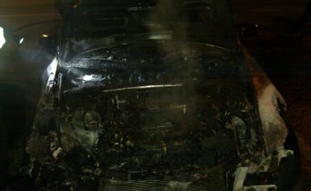 Audi incendiat