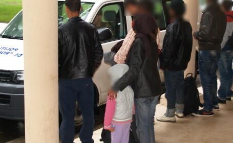 Opt migranti au fost opriti de politistii de frontiera langa Cenad. Intentionau sa ajunga ilegal in Ungaria, pe camp